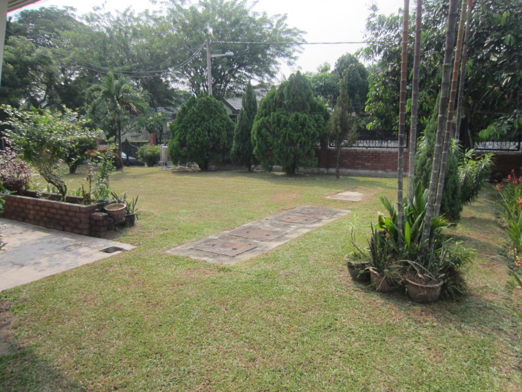 1 Storey Classic Retro Bungalow in Section 11 Petaling Jaya for Sale (Rebuild Potential)